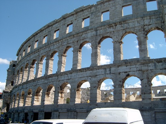 ../images/Amphitheater-in-Pula.jpg