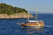 ../images/Cruise-boat-in-Croatia-180.jpg