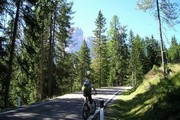 ../images/Cyclist-on-road-180.jpg