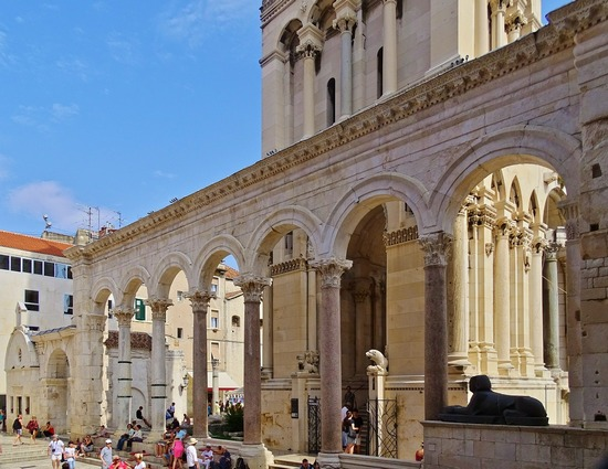 ../images/Diocletian-Palace.jpg