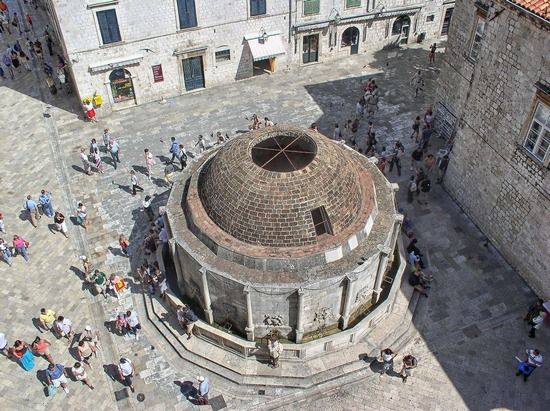 ../images/Dubrovnik-fountain.jpg