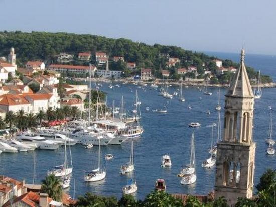 ../images/Hvar-harbour.jpg