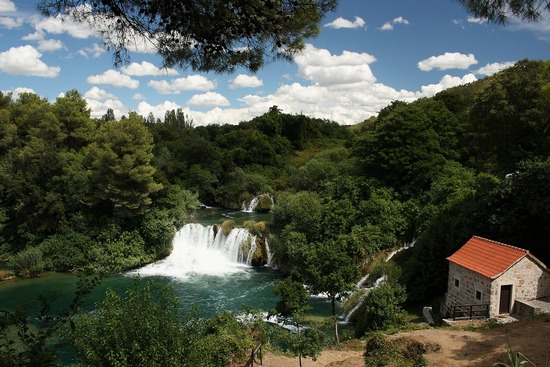 ../images/Krka-river-waterfall.jpg