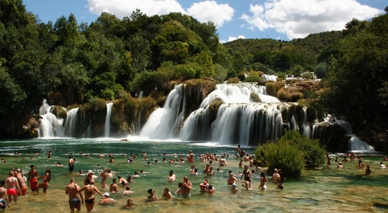 ../images/Krka-waterfall-in-summer.jpg