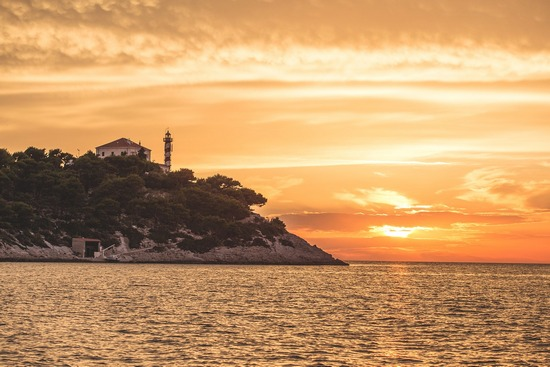 ../images/Lighthouse-in-Croatia.jpg