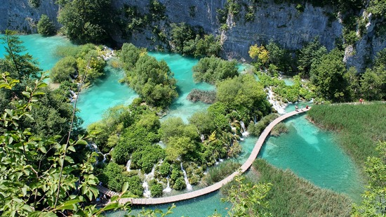 ../images/Plitivice-Lakes.jpg