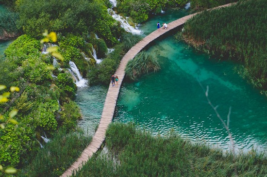 ../images/Plitvice-National-Park.jpg
