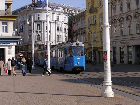 ../images/Tram-in-Zagreb.jpg