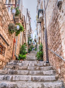 ../images/Dubrovnik-alley-250.jpg
