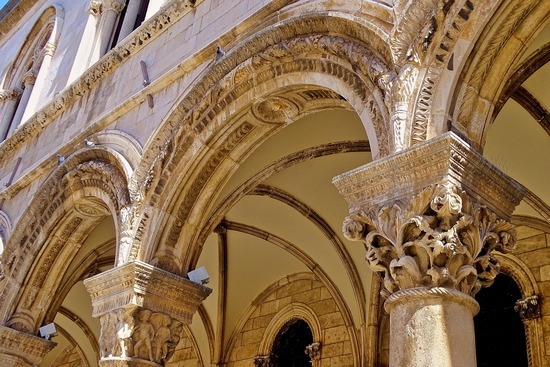 ../images/Rectors-Palace-arches.jpg